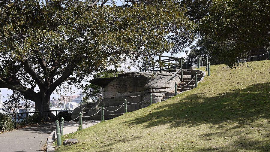 雪梨皇家植物園-麥奎里夫人石椅(Mrs Macquarie's Chair),